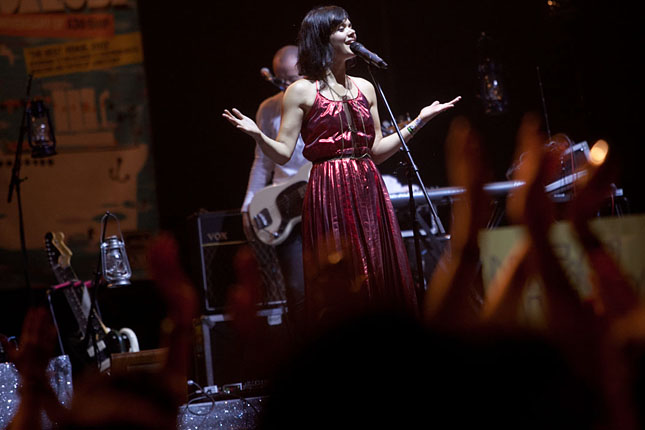 20130808-bat-for-lashes-sziget-201313