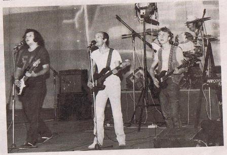 rosu-si-negru-1982_adb7949f64094a
