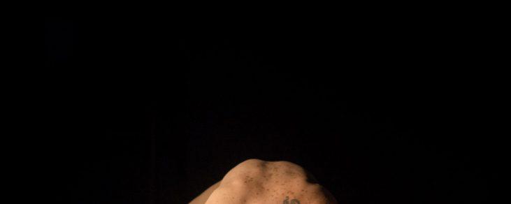 Nud de femeie brunetă @ Fabrica de Pensule